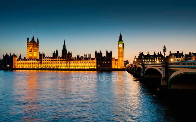 Casas do Parlamento ao anoitecer — Fotografia de Stock