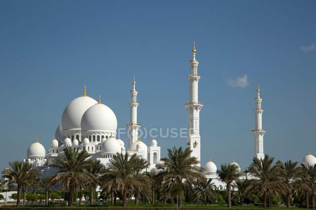 Adornado mezquita en Abu Dhabi - foto de stock