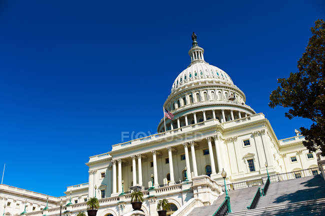 Bottom view of United States Capitol — Stock Photo