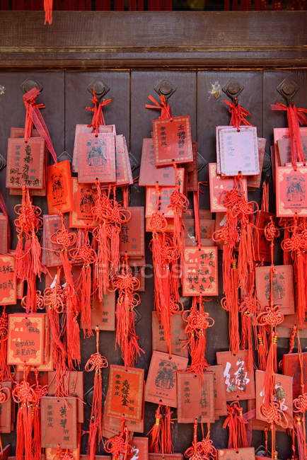 Red Chinese envelopes tied to wall — Stock Photo