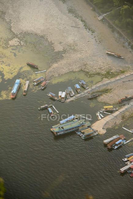 Bateaux dans le port de rural — Photo de stock