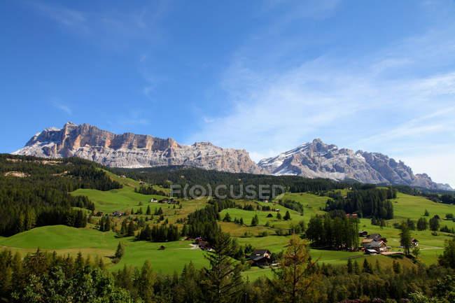 Горы, с видом на сельский пейзаж — стоковое фото