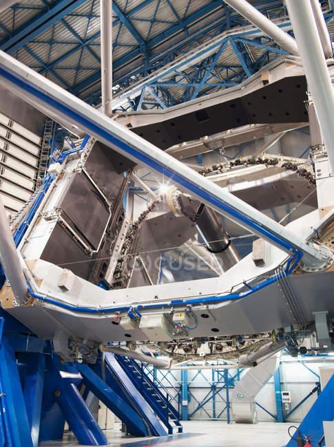 Enorme telescopio dell'osservatorio astronomico del Paranal — Foto stock