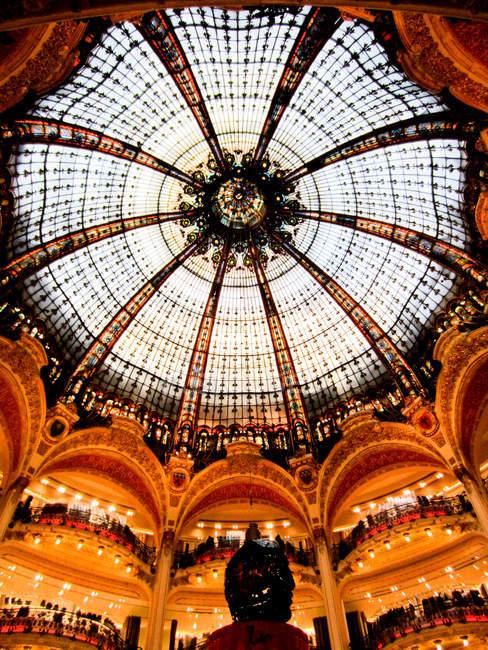 Kuppel der Galerien lafayette von innen — Stockfoto