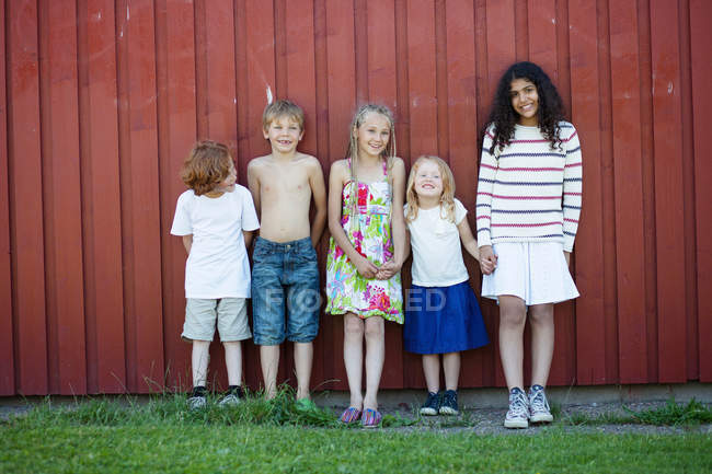 Children standing together near wall — Stock Photo