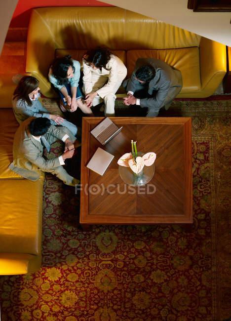 Team meeting in hotel lobby — Stock Photo