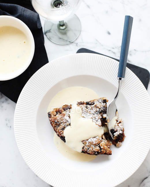 Bowl of bread and butter pudding — Stock Photo