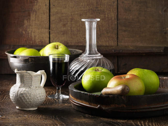Apples with decanter of port — Stock Photo
