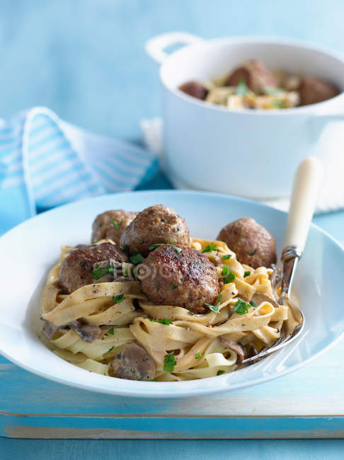 Bowl of pasta with meatballs — Stock Photo