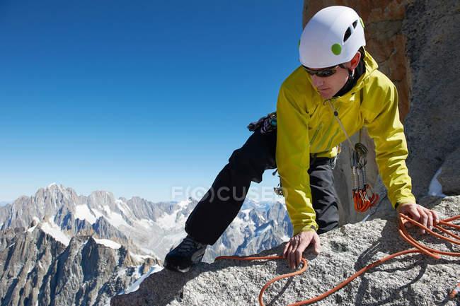 Mountaineer reaching summit — Stock Photo