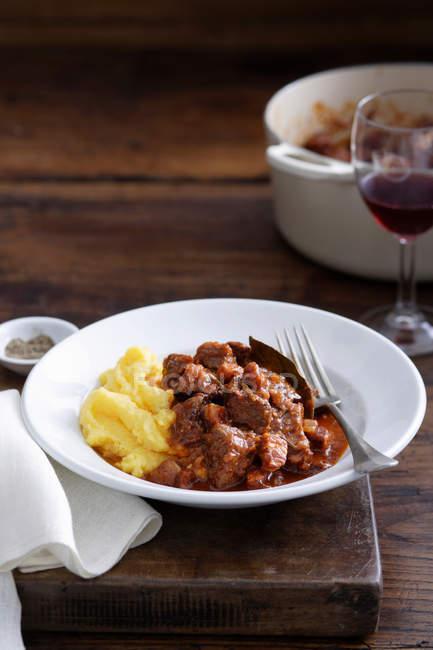 Мясо и картофельным пюре — стоковое фото