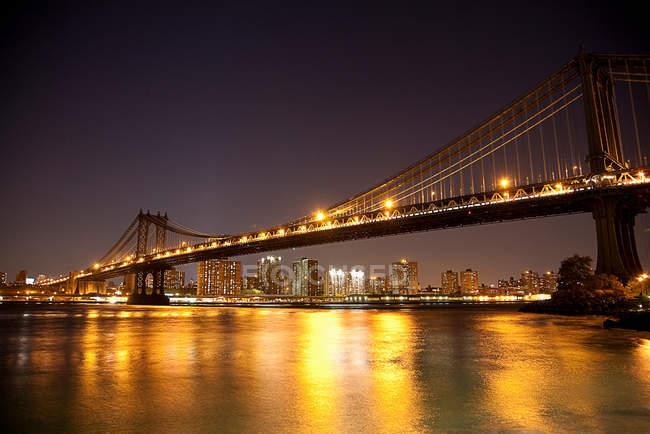 Ponte e a cidade de horizonte — Fotografia de Stock