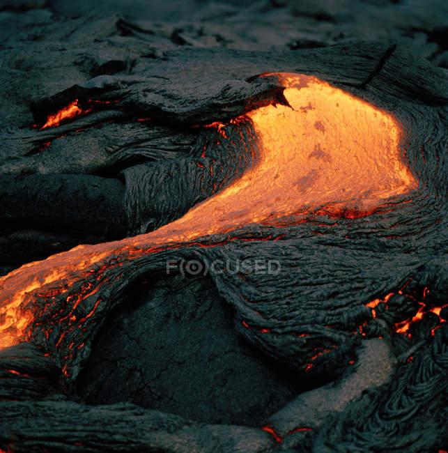 Fluxo de lava no vulcão ativo — Fotografia de Stock