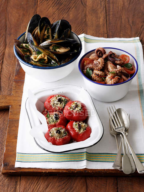 Stuffed peppers with peppered mussels — Stock Photo