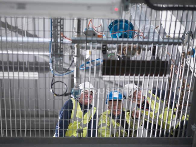Портовые рабочие, проходящие обучение — стоковое фото