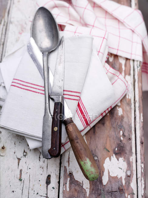 Cutlery on wash cloth — Stock Photo