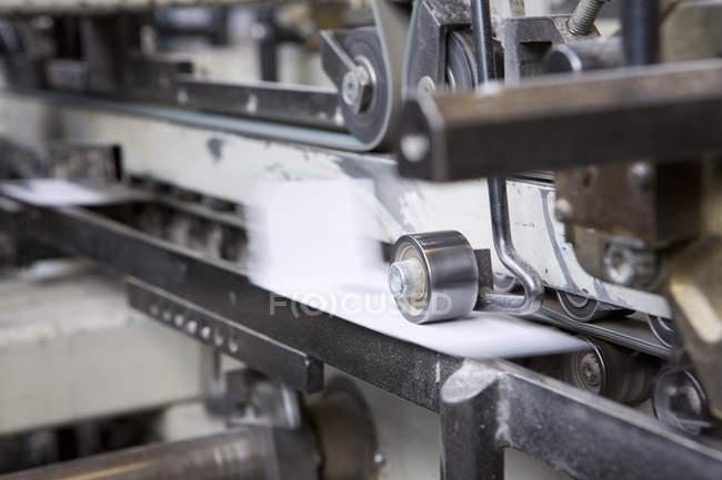 Nahaufnahme von Gerätedaten in Kartonfabrik — Stockfoto