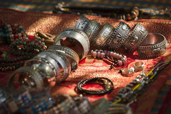 Palong Stamm Schmuck zum Verkauf, chiang mai Provinz, Thailand — Stockfoto