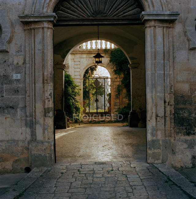 Old stone doorway to park — Stock Photo