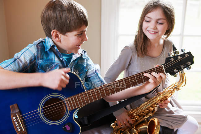 Children playing music together — Stock Photo