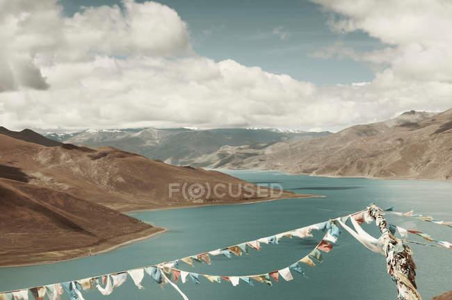 Prayer flags over lake — Stock Photo