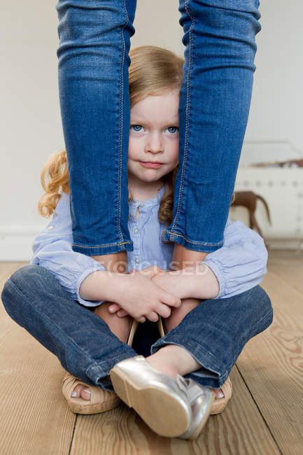 Girl hugging mothers ankles — Stock Photo