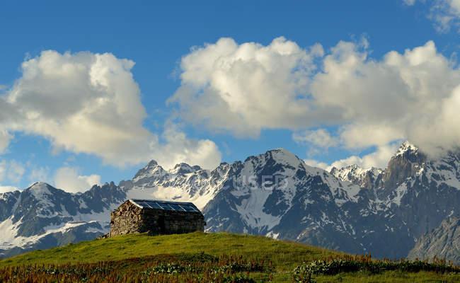 Barn on hill at Mazeri village — Stock Photo