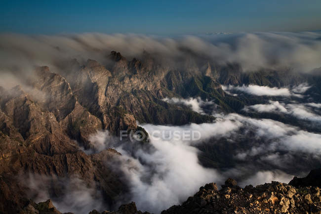 Nebel über Rocky Mountains Rollen — Stockfoto