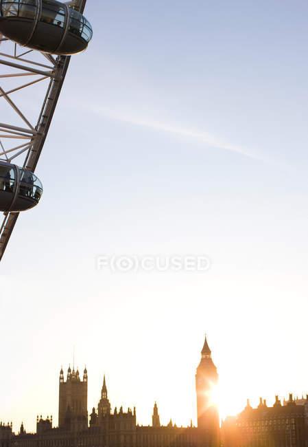 Skyline du quartier financier de Londres à l'heure du coucher du soleil — Photo de stock