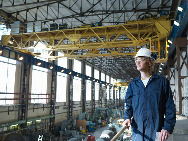 Ingénieur au-dessus de Turbine Hall — Photo de stock