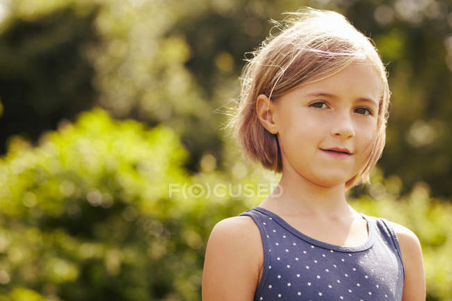 Smiling girl standing outdoors — Stock Photo