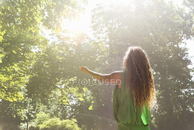 Teenage girl wearing green top with arms out, Prague, République tchèque — Photo de stock