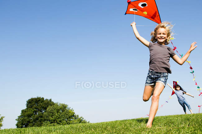Girls playing with kites outdoors — Stock Photo
