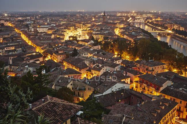 Vista elevada de Verona ao entardecer — Fotografia de Stock