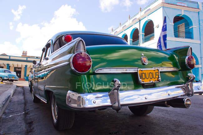 Chiuda in su dei fanali delle auto d'epoca verde, Cuba — Foto stock