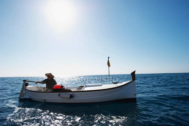 Fisherman on fishing boat at sea — Stock Photo