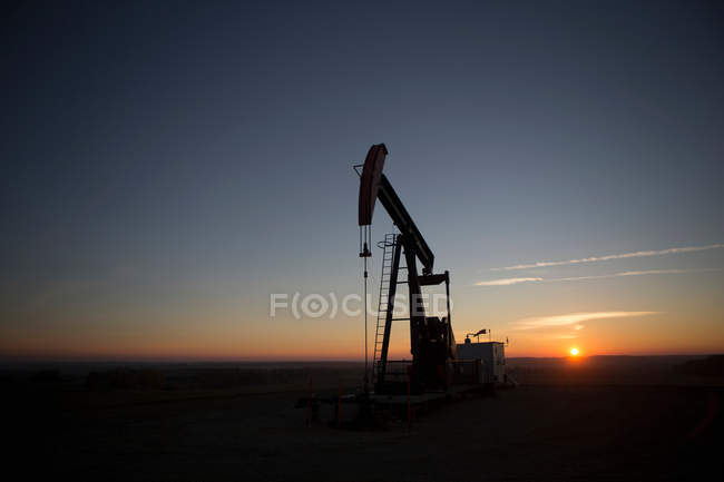 Oil well in dry landscape — Stock Photo