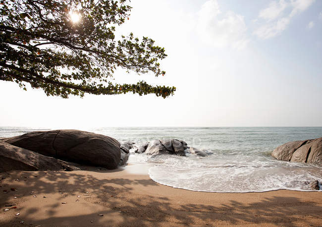 Rock formations on tropical beach — Stock Photo