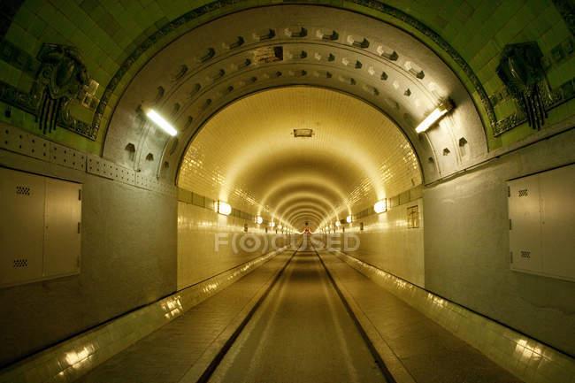 À l'intérieur du vieux tunnel de l'Elbe — Photo de stock