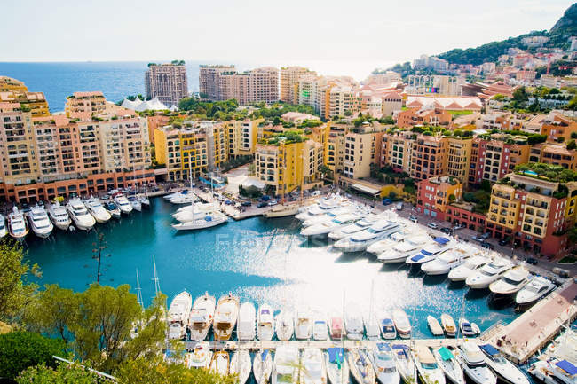 Houses and yachts at Fontvielle, Monaco harbour, Monaco — Stock Photo