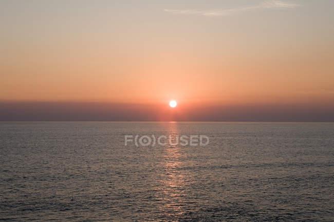 Sonnenuntergang über dem Meer — Stockfoto