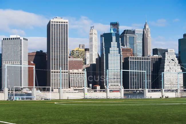 Soccer fields and Lower Manhattan skyline — Stock Photo