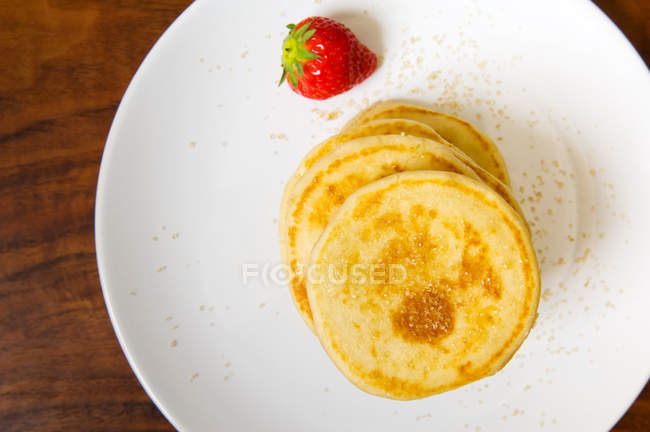 Pancakes pile and strawberry on plate — Stock Photo