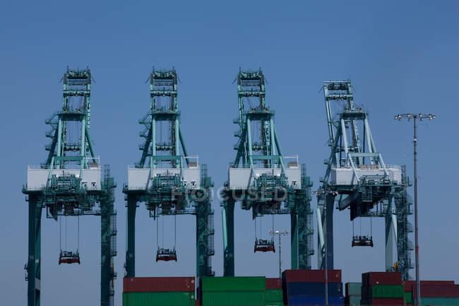 Крани судноплавства в порту Лос-Анджелеса — стокове фото