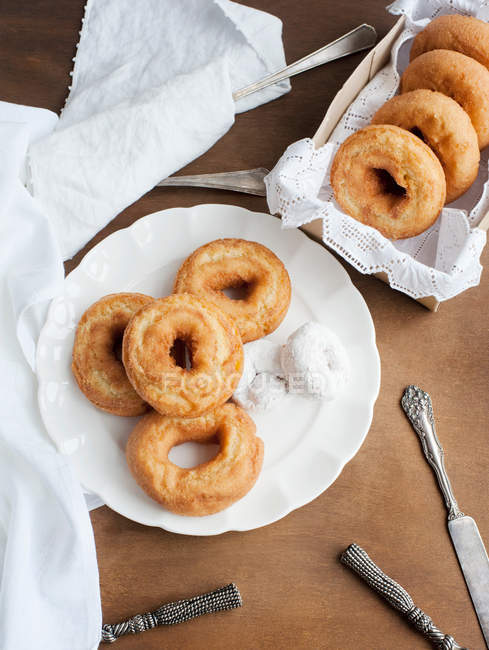 Donuts with cutlery on table — Stock Photo