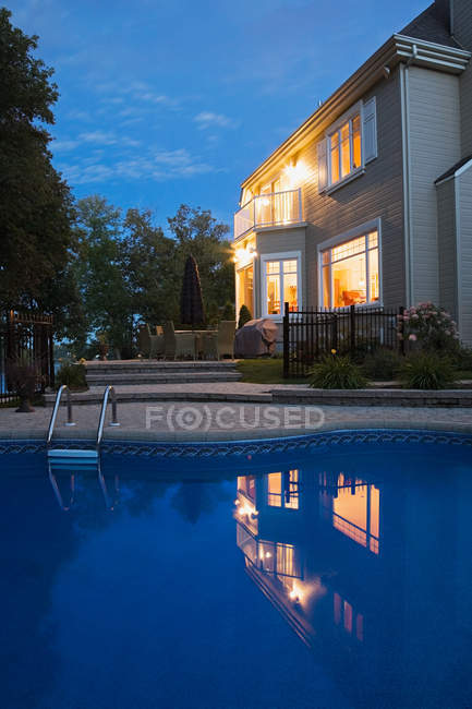 House with swimming pool — Stock Photo