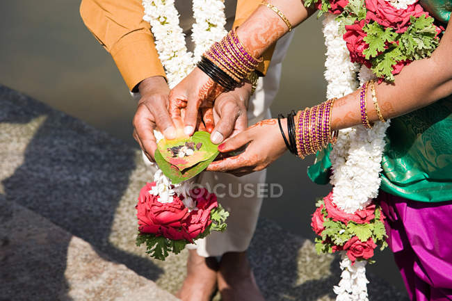Couple holding puja in indian wedding ceremony — Stock Photo