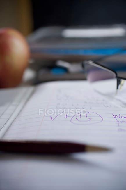 Позначені школи ноутбук — стокове фото
