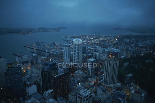 Vista de Auckland por la noche - foto de stock