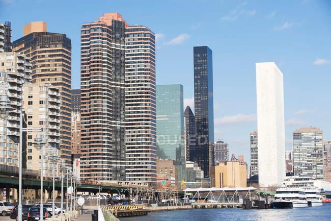 Skyline und Hafen von New York — Stockfoto